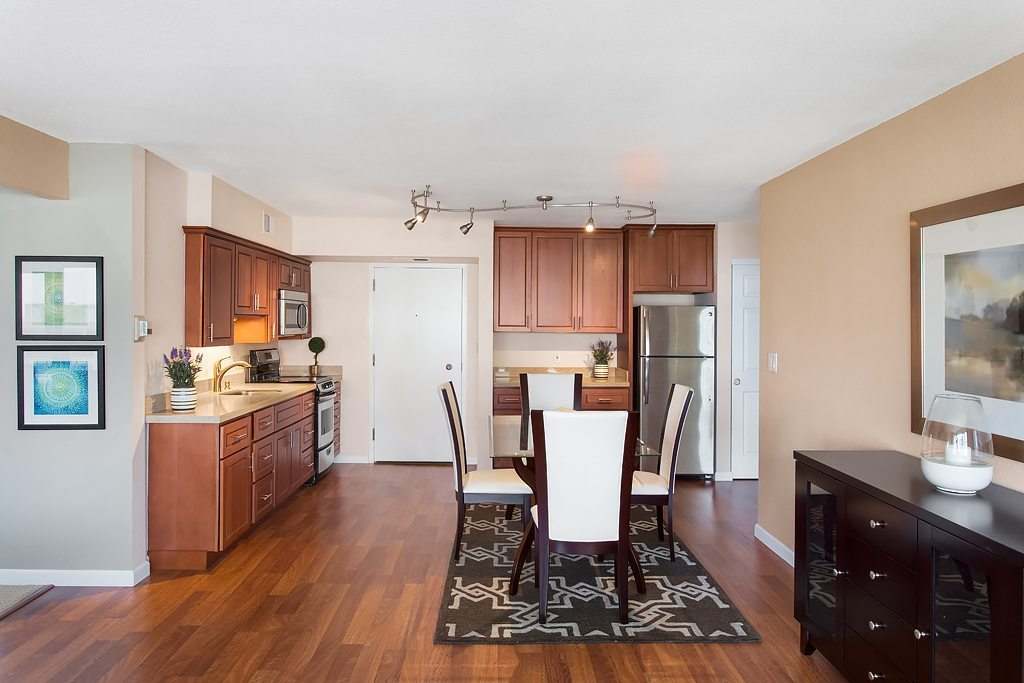 Retirement Apartments Studio One Two Bedrooms In Oakland Ca Lake Park